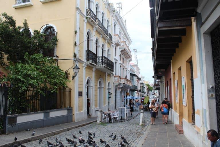 Puerto Rico establece multas de 100 dólares para turistas que no respeten la regla de utilización de mascarillas