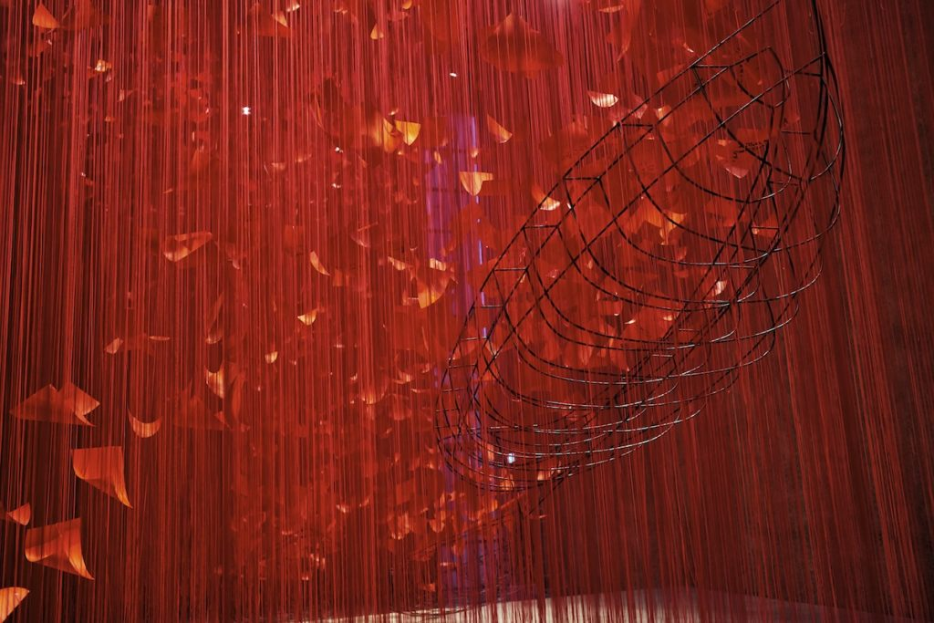 Artista japonesa chiharu shiota i hope thread installation art 8