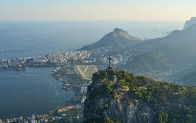 Rio de Janeiro volvió a abrir sus bares y museos pero las playas continúan cerradas