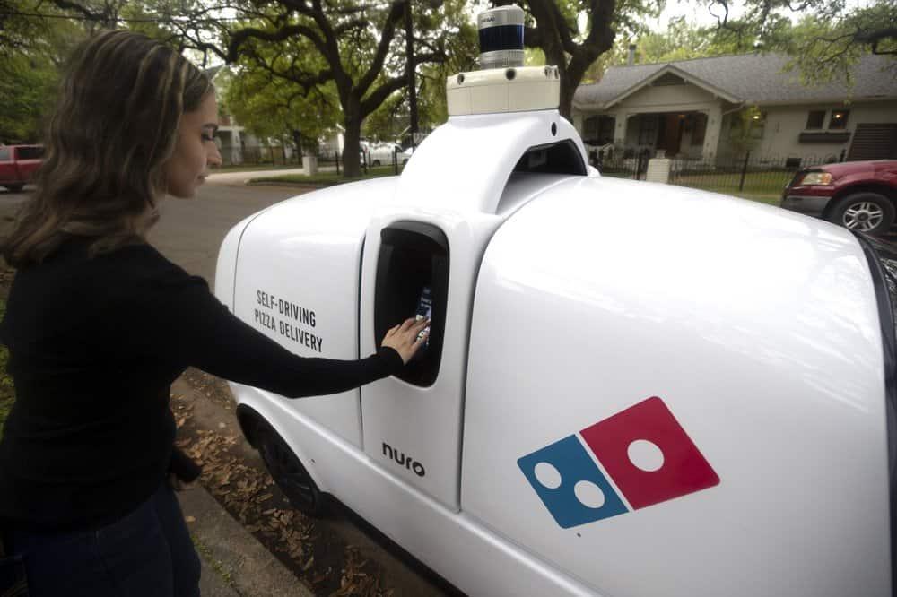Domino's, la empresa de comida rápida, tiene un robot que se encarga de su servicio de delivery
