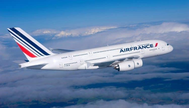 Francia prohibiría los vuelos internos que cubran trayectos que puedan hacerse en tren en menos de dos horas y media