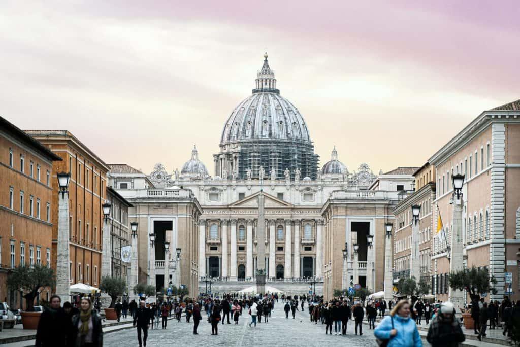 imagen visitar la Ciudad del Vaticano red morley hewitt obbgBP7rBcQ unsplash 1