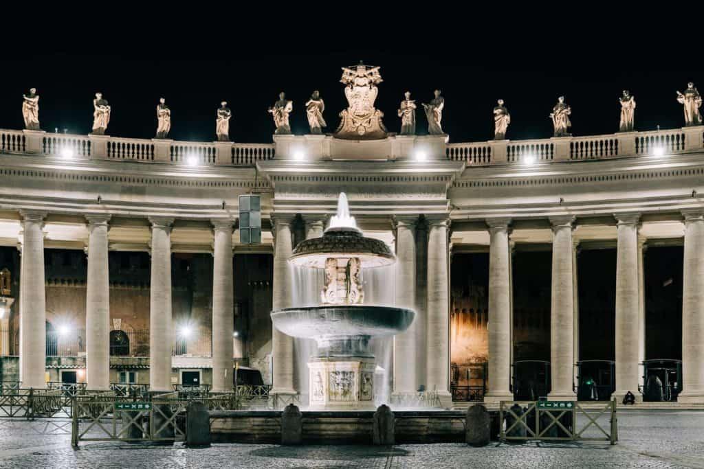 imagen visitar la Ciudad del Vaticano gabriella clare marino fNMpSdk2g8A unsplash 1