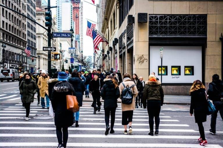Las personas que viajen a Nueva York desde el exterior y se hayan vacunado contra el COVID-19 no tendrán que hacer cuarentena