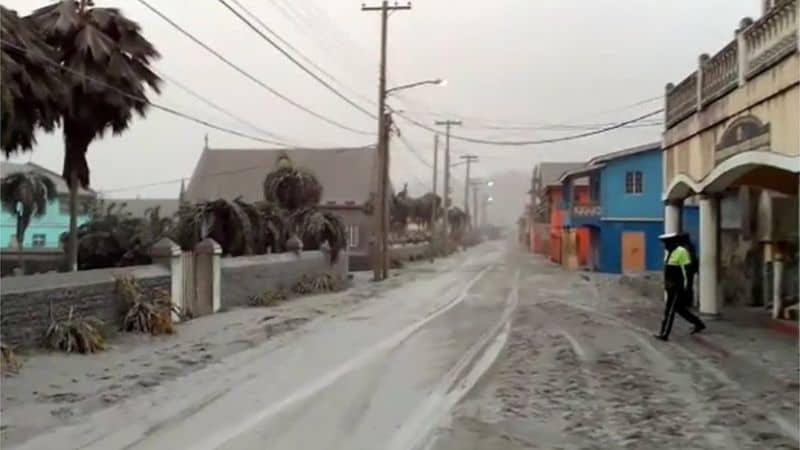 Ya son alrededor de 20.000 las personas evacuadas en la isla de San Vicente por la erupción del volcán La Soufrière