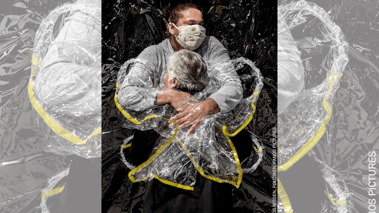 _El primer abrazo_ fue elegida como fotografía del año en los premios World Press Photo 2021_ conoce la historia detrás de la imagen (1)