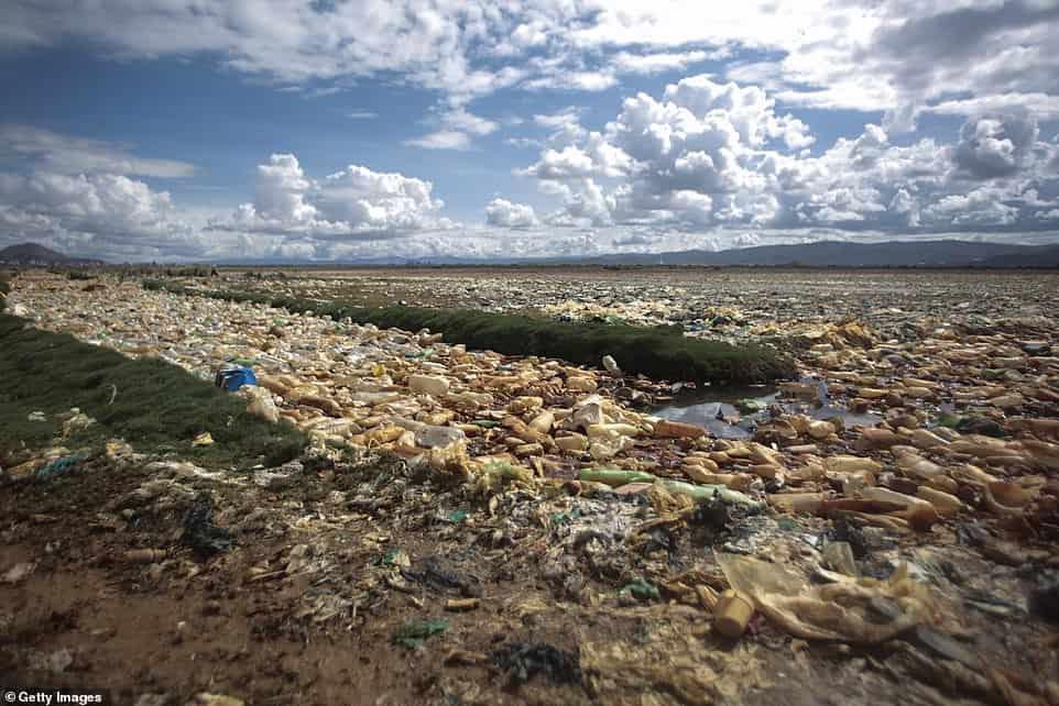 lago de plástico