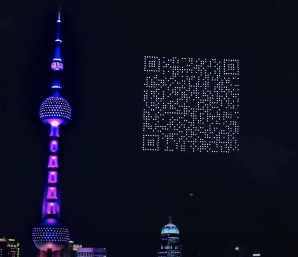 1.500 drones forman un código QR gigante en el cielo de Shanghái para promocionar la descarga de un videojuego
