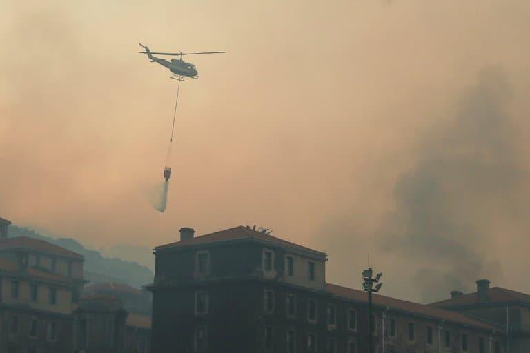 imagen biblioteca de la Universidad de Ciudad del Cabo biblioteca Universidad de Ciudad del Cabo incendio 3