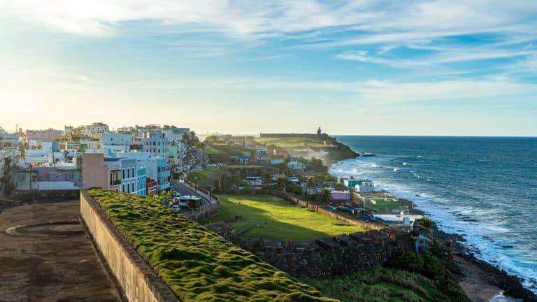 Puerto Rico cobrará multa a turistas que lleguen sin tener un certificado de PCR negativo