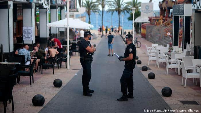 Un Hombre Fue Arrestado En Mallorca, España, Por No Aislarse Al Presentar Síntomas De Covid-19 Y Contagiar A 22 Personas