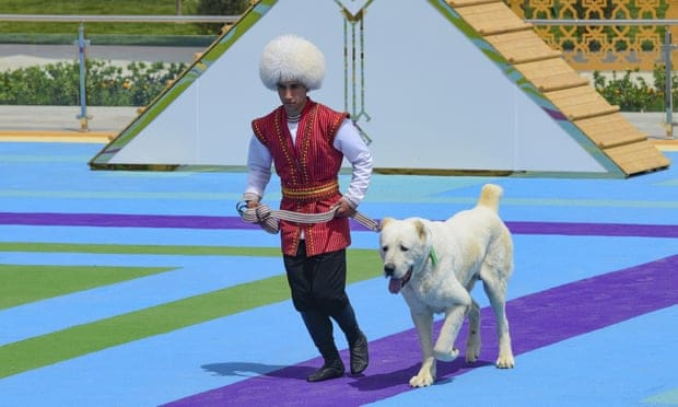 Turkmenistán ama tanto a los perros que tienen un día dedicado especialmente a su raza nacional.