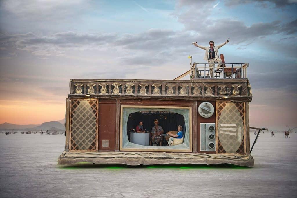 Fotógrafa Documenta Los Extraordinarios 'Vehículos Mutantes' Que Habitan En Burning Man, La Ciudad Temporal Construida En Nevada