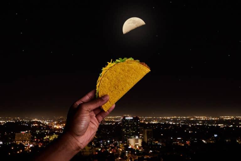 Taco Bell utiliza a la luna como excusa para regalar miles de tacos alrededor del mundo