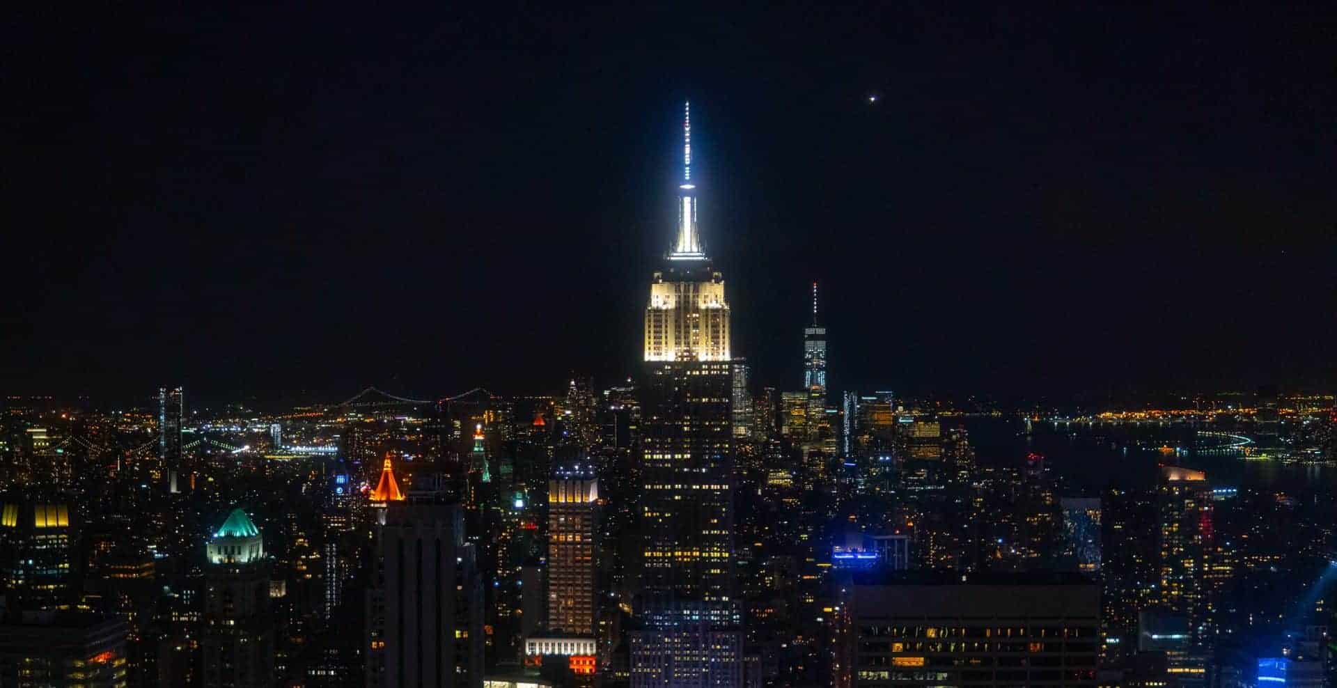 El edificio Empire State Building cumplió 90 años y lo celebrará con recorridos, productos exclusivos y más