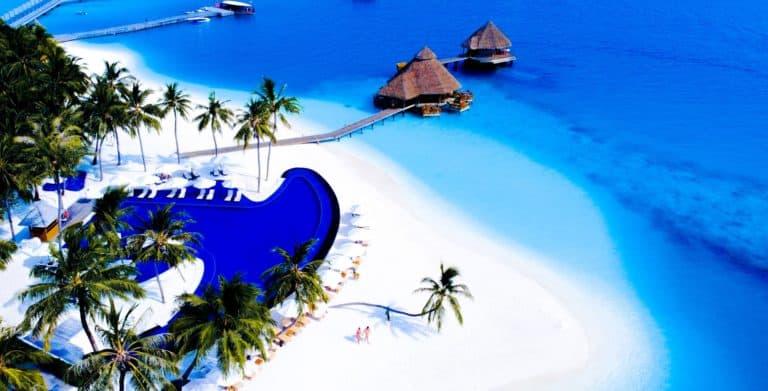 Maldivas lanza una nueva campaña de turismo que apunta a convertirse en el primer lugar del mundo con todo su sector turístico vacunado