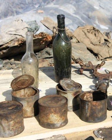 Encuentran un tesoro oculto de objetos de la Primera Guerra Mundial debajo de un glaciar derretido