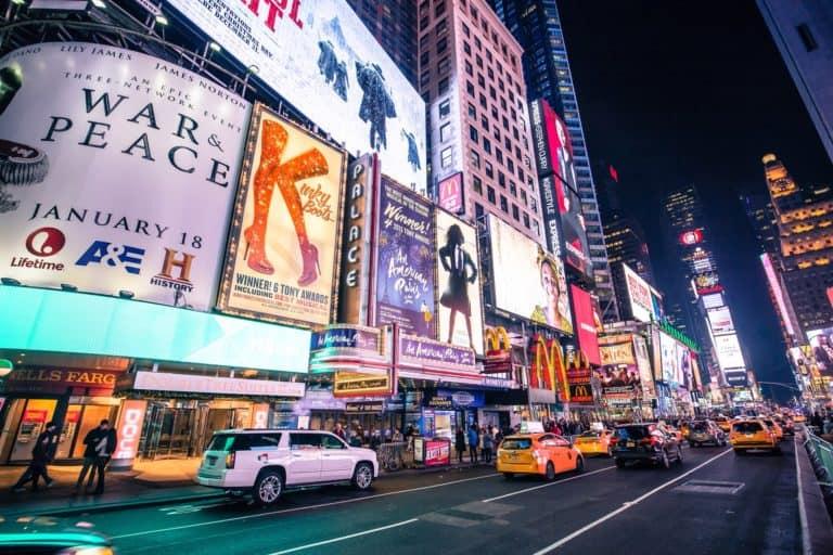 Nueva York levanta restricciones para los teatros de Broadway y otros escenarios de presentaciones en vivo