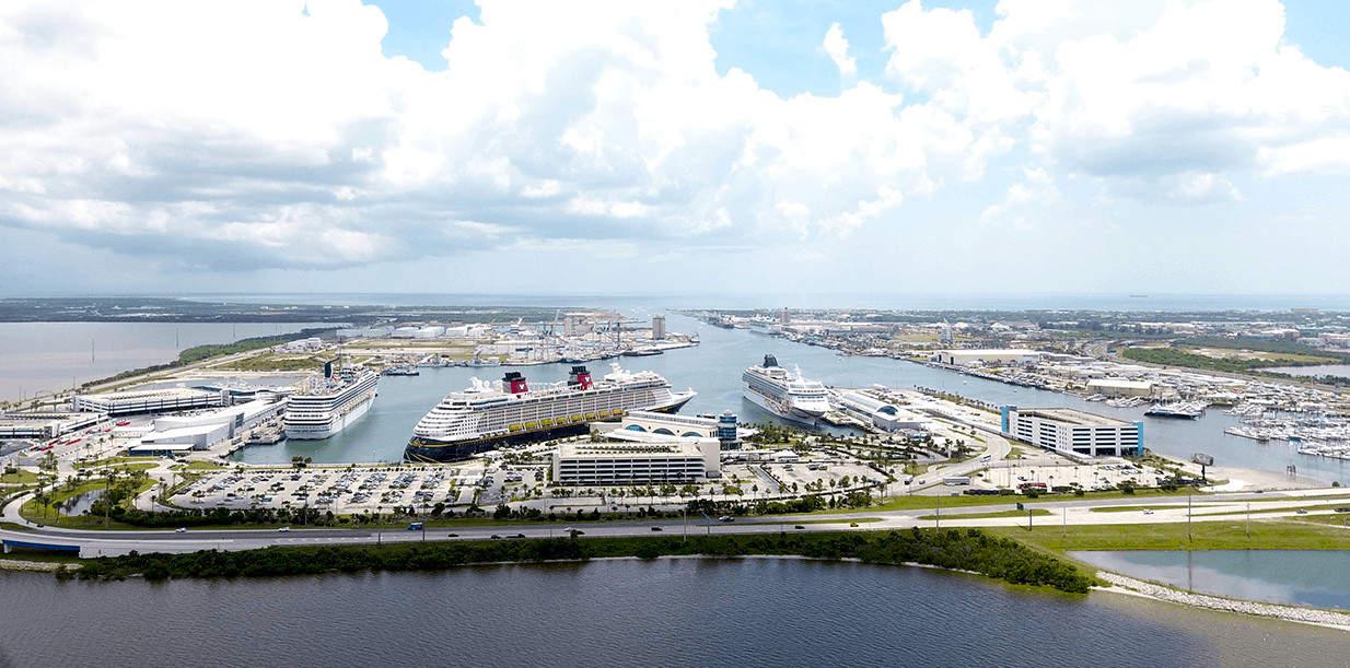 El puerto Cañaveral, de Florida, es el primero en Estados Unidos en comenzar a vacunar a su equipo de trabajo contra el COVID-19