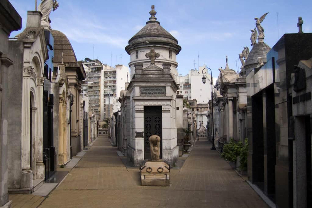 Historia Y Misterio En El Cementerio De Recoleta