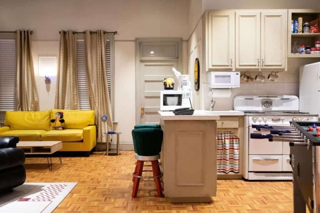 imagen THE FRIENDS Experience recreation of the set of Joey and Chandlers apartment in Friends
