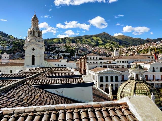 Tababela Está Próxima A Quito, La Capital De Ecuador Ubicada En Las Faldas Del Volcán Pichincha.