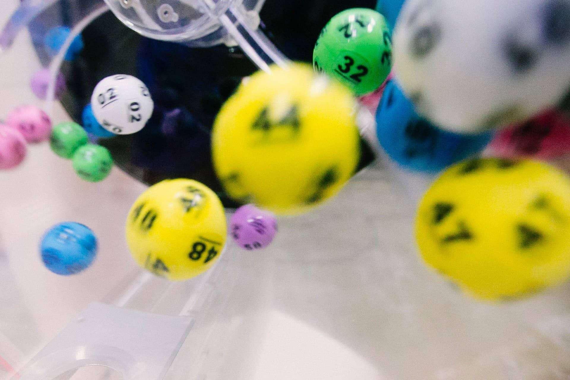 Una mujer lavó por accidente el boleto ganador de la lotería y perdió un premio de 26 millones de dólares