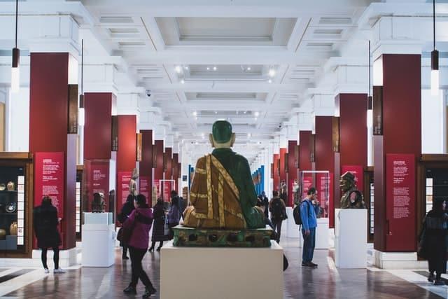 Personas Recorriendo El Museo Británico