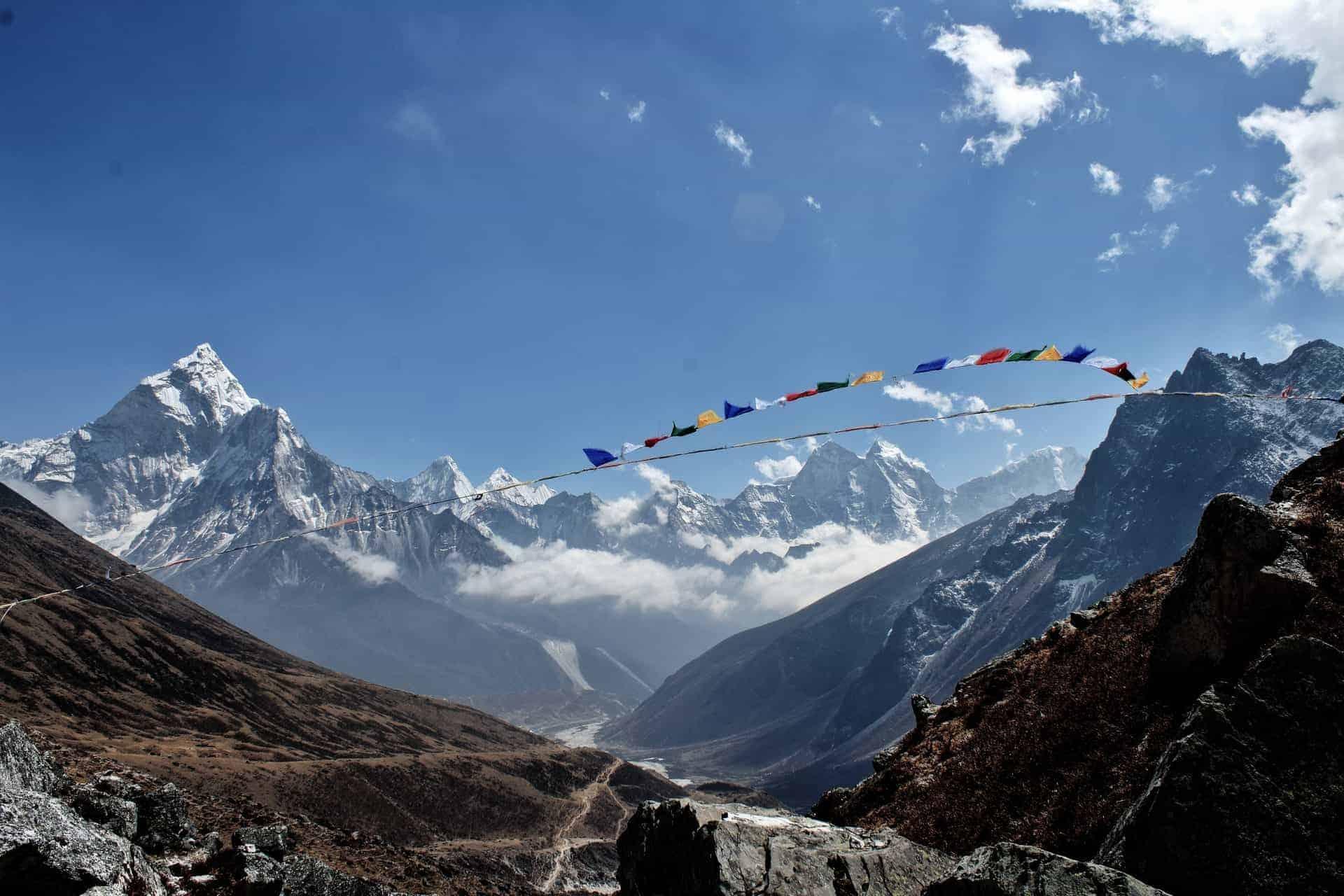 Cierran el Monte Everest del lado de China debido a preocupaciones por un nuevo brote de COVID-19