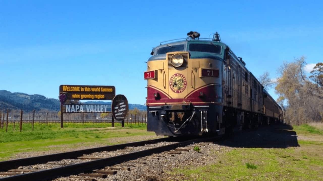 tren-del-vino-del-Valle-de-Napa-regresa-a-su-histórico-servicio