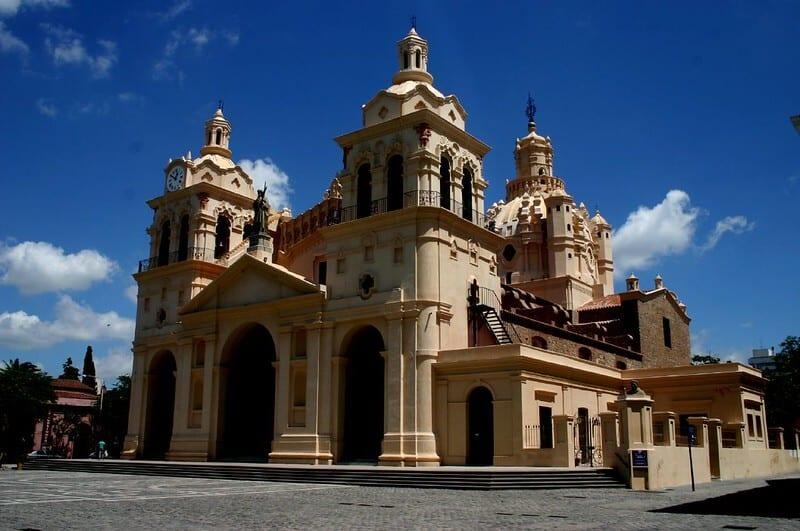 Qué hacer en Córdoba con lluvia: Bus Turístico