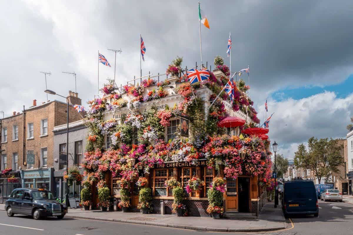 The Churchill Arms esquina flores londres