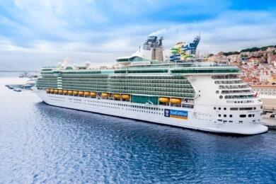 Royal Caribbean espera que todos sus pasajeros se encuentren vacunados contra el COVID-19 para cuando retome sus viajes