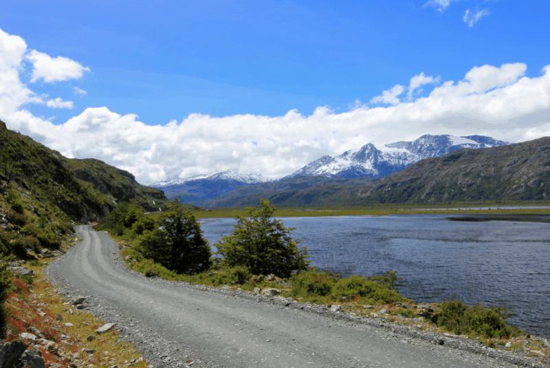 En La Carretera Austral Es Posible Conocer La Patagonia Chilena, Cruzar Islas Casi Vírgenes Y Costas En Transbordadores.