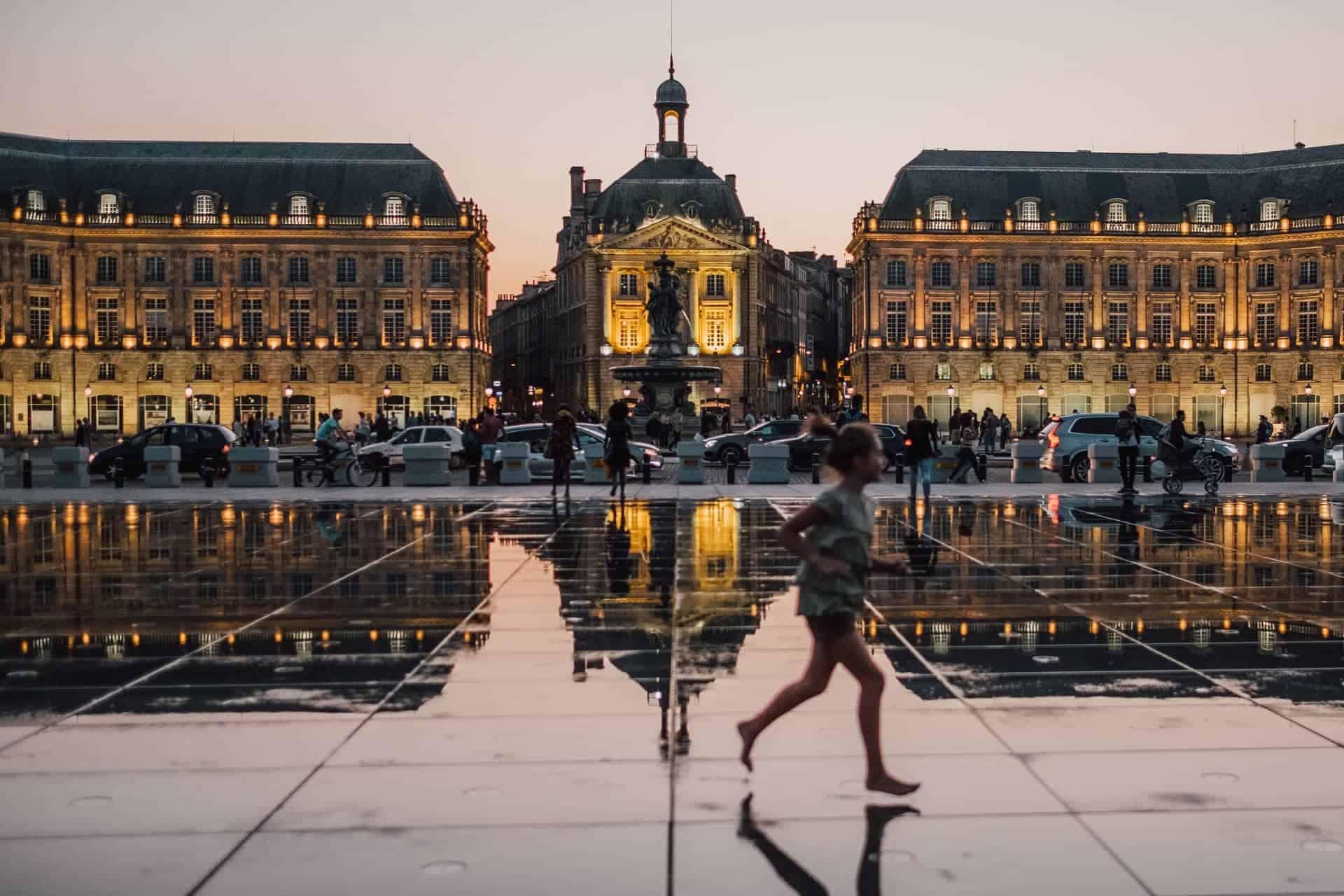 Francia establecerá un sistema de semáforo para recibir a turistas internacionales