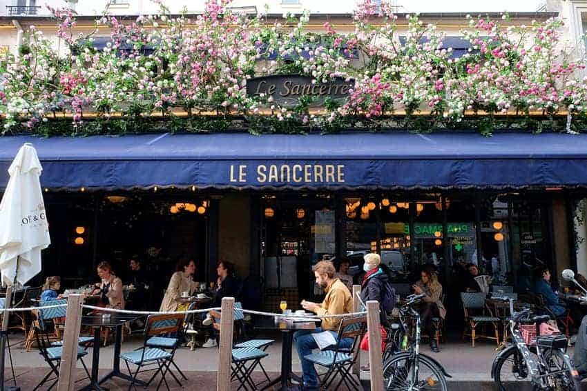 Personas En Un Café De Francia