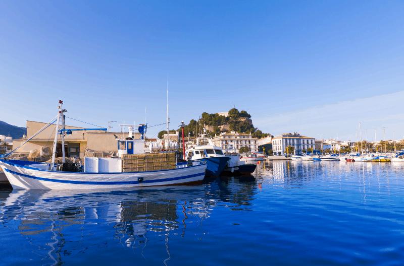 Dénia, En La Provincia De Alicante, Destaca Por Sus Cuatro Playas Con Bandera Azul, Y Por Su Gastronomía.