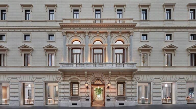 El nuevo Apple Store de Roma es el más grande de Europa, está ubicado en el Palazzo Marignoli y ofrece visitas guiadas