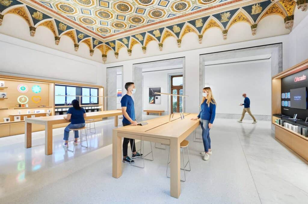 Apple Store De Roma, Interior