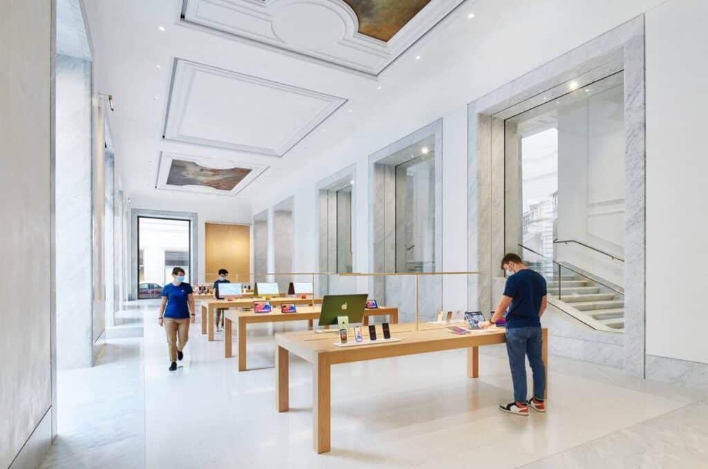 Interior Del Apple Store De Roma