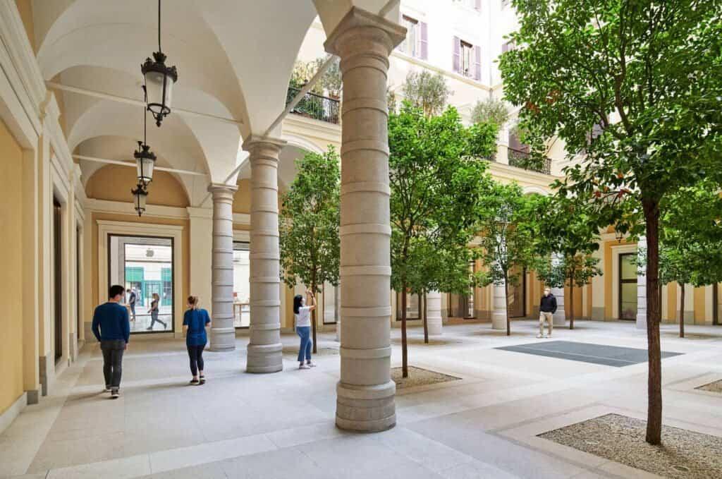 Patio Del Apple Store De Roma