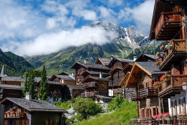 Casas De Suiza