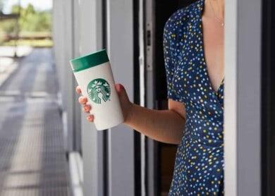 Starbucks encontró una forma de continuar aceptando los vasos reutilizables y poder respetar el protocolo por COVID-19