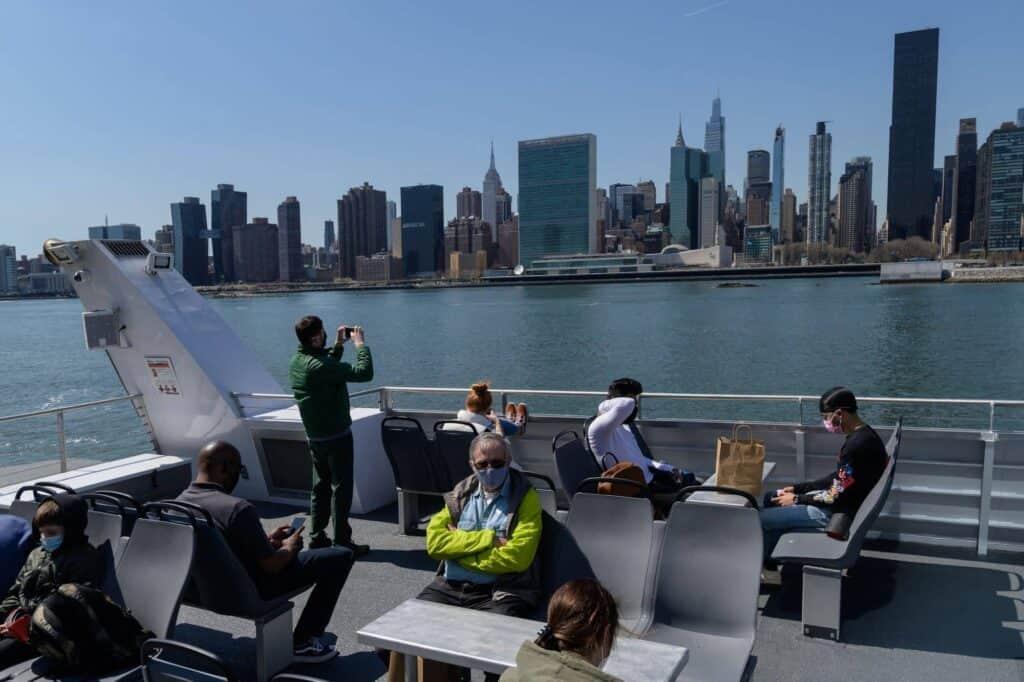 Grupo De Personas En Ferry