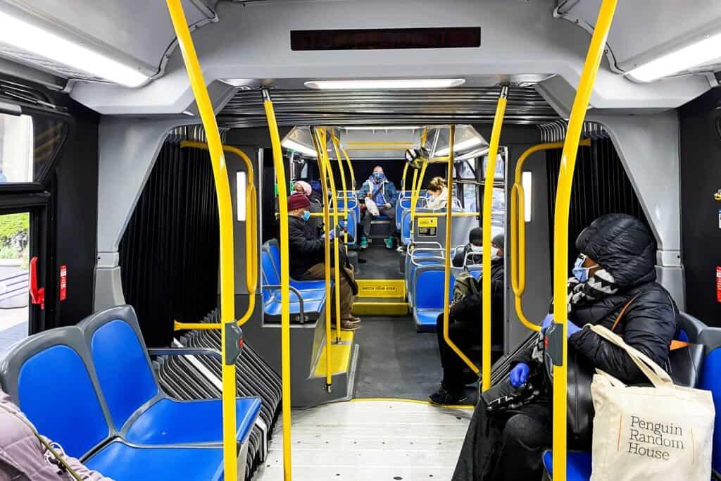 Personas En Un Metro De Estados Unidos