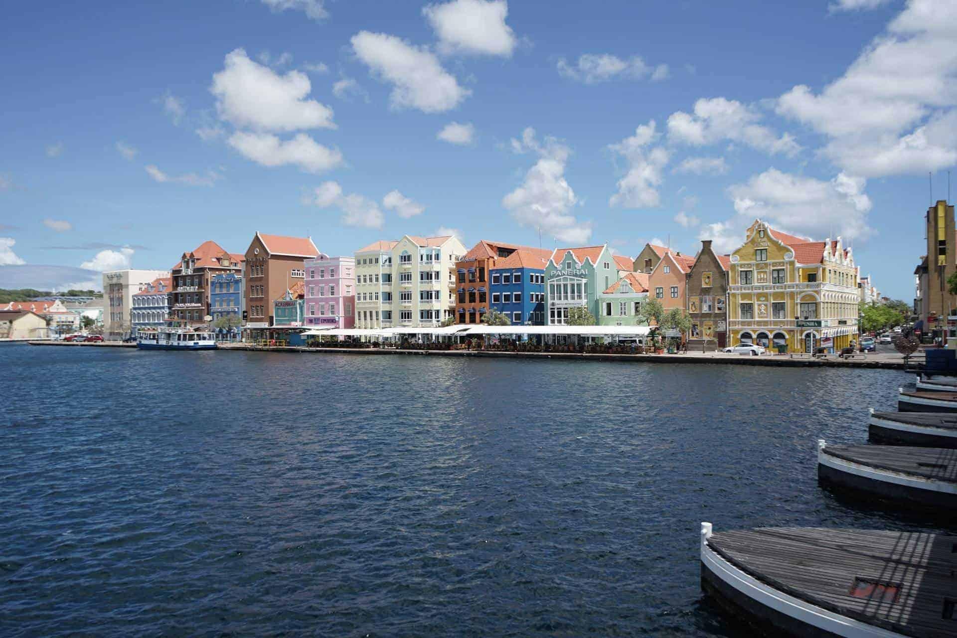 Curazao está flexibilizando varias de sus restricciones en relación al COVID-19 y regala noches gratis de hotel para los turistas