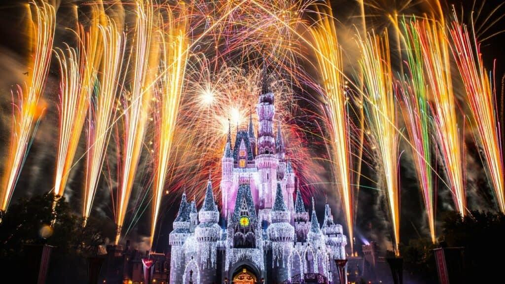 Histórico: Disney Elimina El Saludo De &Quot;Damas Y Caballeros&Quot; De Su Show De Fuegos Artificiales En Orlando