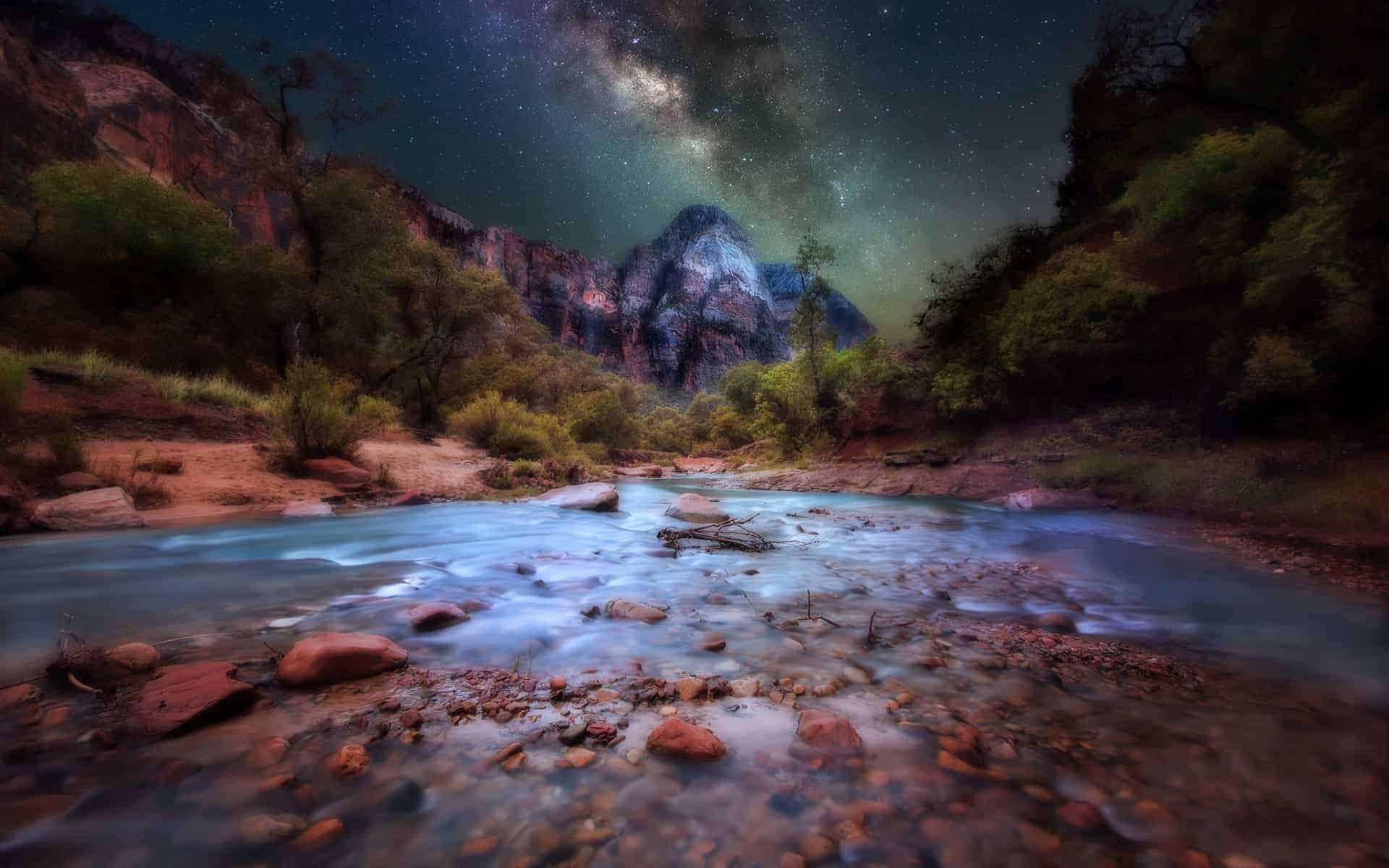 Zion-National-Park-mountains-dark-sky