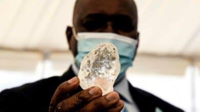 Fue descubierto un diamante de 1098 quilates y es uno de los más grandes del mundo