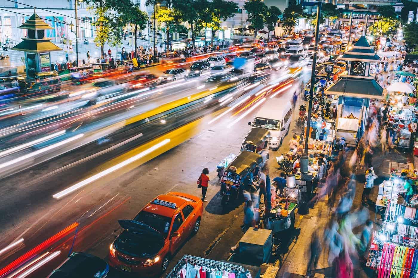 Tailandia planea recibir a turistas vacunados contra el COVID-19 a partir de Octubre 2021